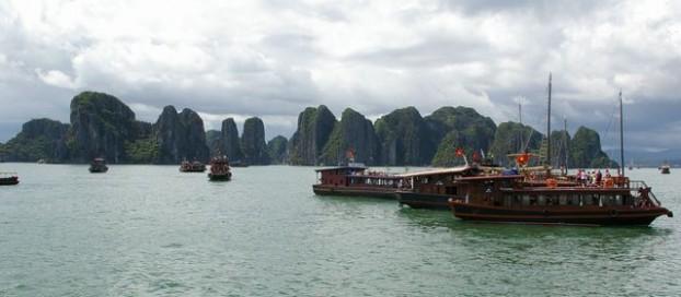 ハロン湾クルーズ (Ha Long Bay Cruising)