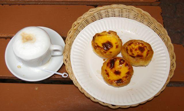 待望のエッグタルト (マカオ) ・・・ (Egg Tarts - Macau)