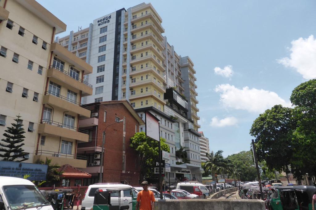 スリランカ、コロンボの総合病院セントラルホスピタルは新しい