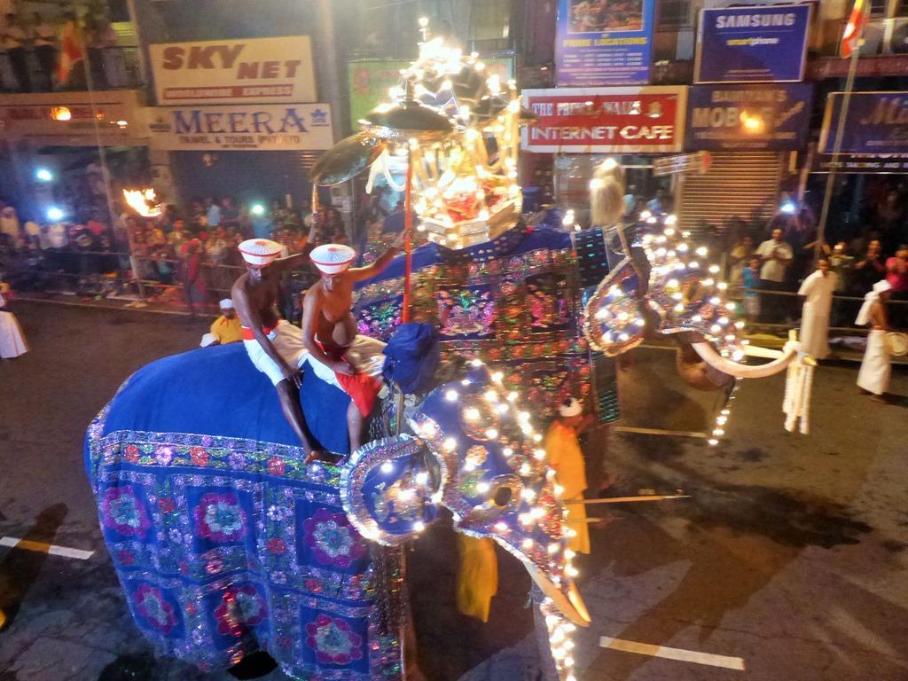 スリランカ・ペラハラ祭り