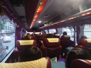 ラグジュアリーバスの内部