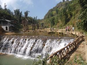 カットカット村にある美しい滝