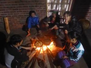 少数民族の家を訪問