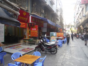 中国側国境の街、河口