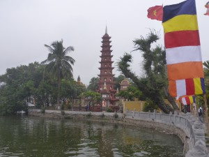 タイ湖にある鎮国寺