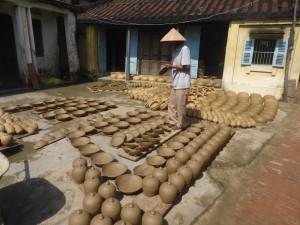 タンハー村の伝統工芸品を作る