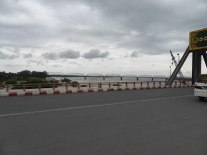 エーヤワディ川にかかるインワ鉄橋