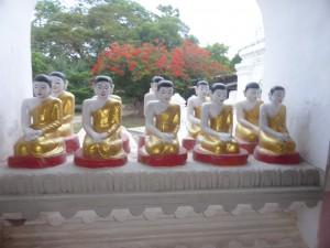 チャウットーヂー寺院の五百羅漢像