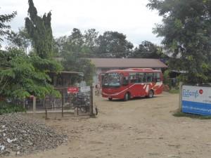 途中バスはミィンジャンで休憩