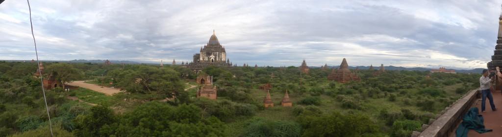 シュエグーヂー寺院から見るタビィニュー寺院