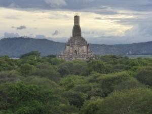 シュエグーヂー寺院から見るゴドーパリン寺院
