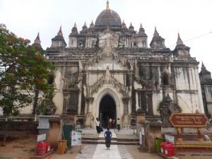 バガンで最も高いタビィニュー寺院