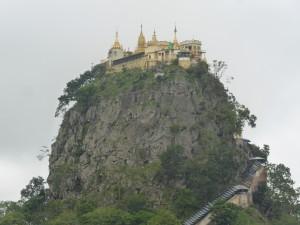 ポッパ山麓にそびえる天空の城