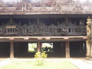 僧院外面に施された精巧な彫刻
