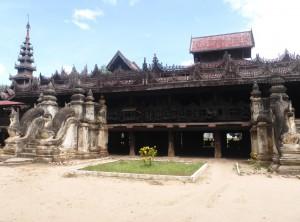 サレーヨーソー僧院(Yoke Soe Kaung)