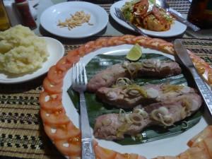 シャン風魚の包み蒸し料理