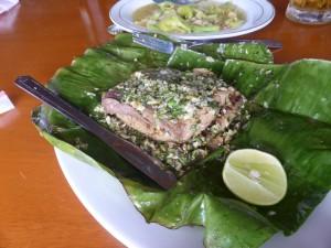 魚料理とトマトサラダ