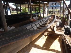 チーク材で造られた木製ボート