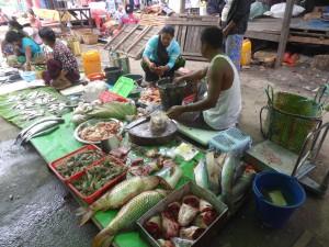 ニャウンシュエのミンガラーマーケット(生鮮食料品)