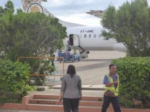 目の前をバスのように発着する飛行機