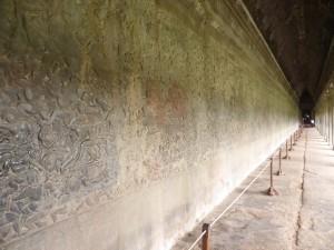第一回廊には、見事なレリーフが描かれている