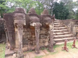 象のテラスの階段