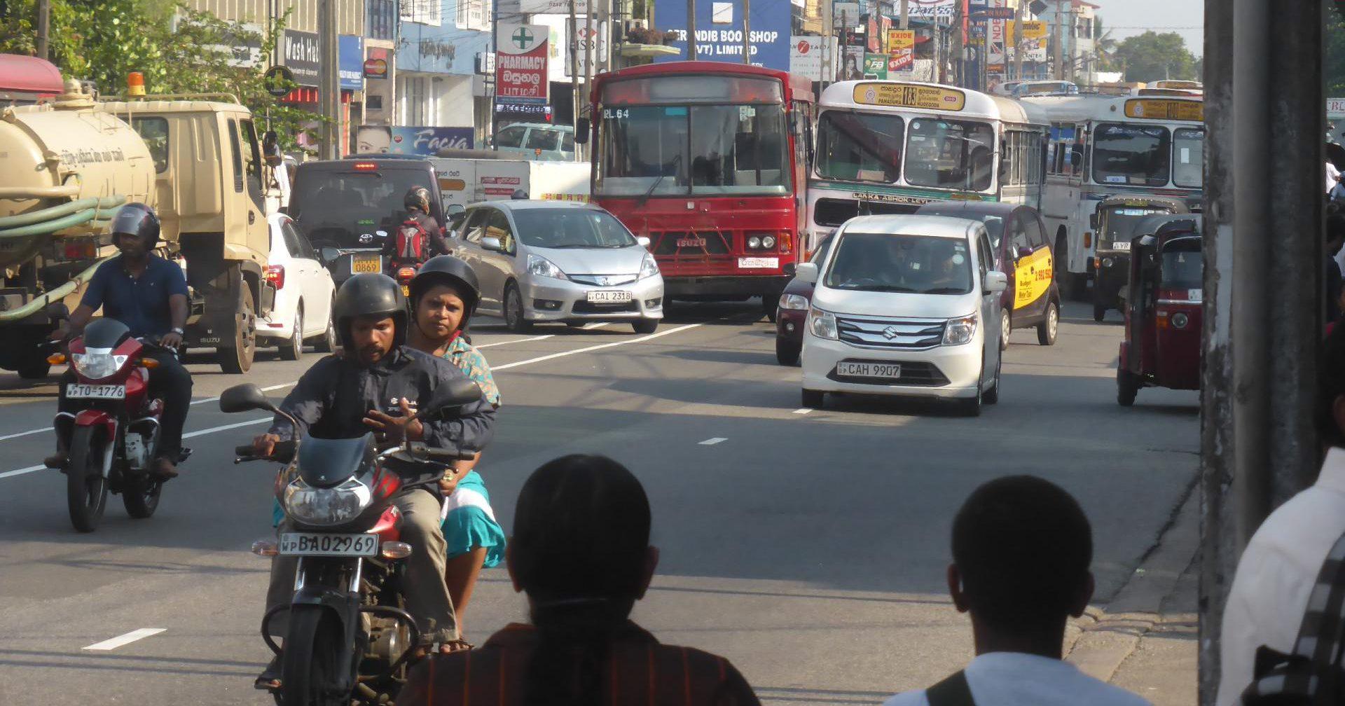 バス接触事故