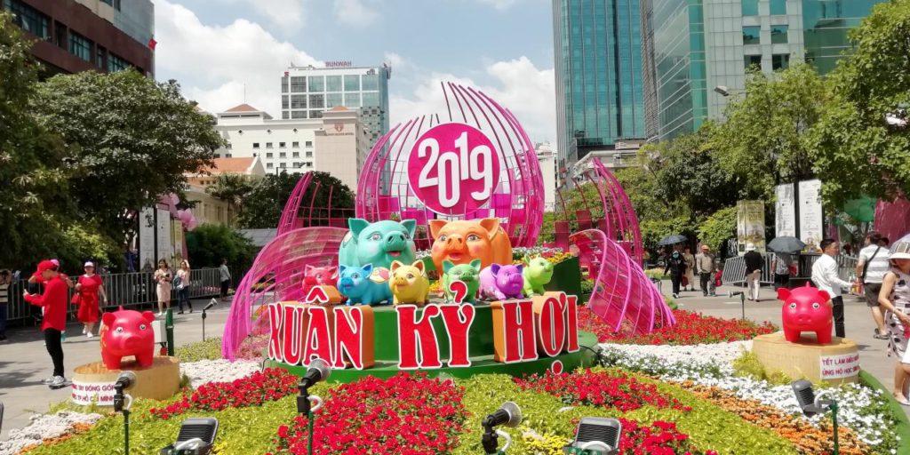 ベトナムの旧正月で街はお祭りムード