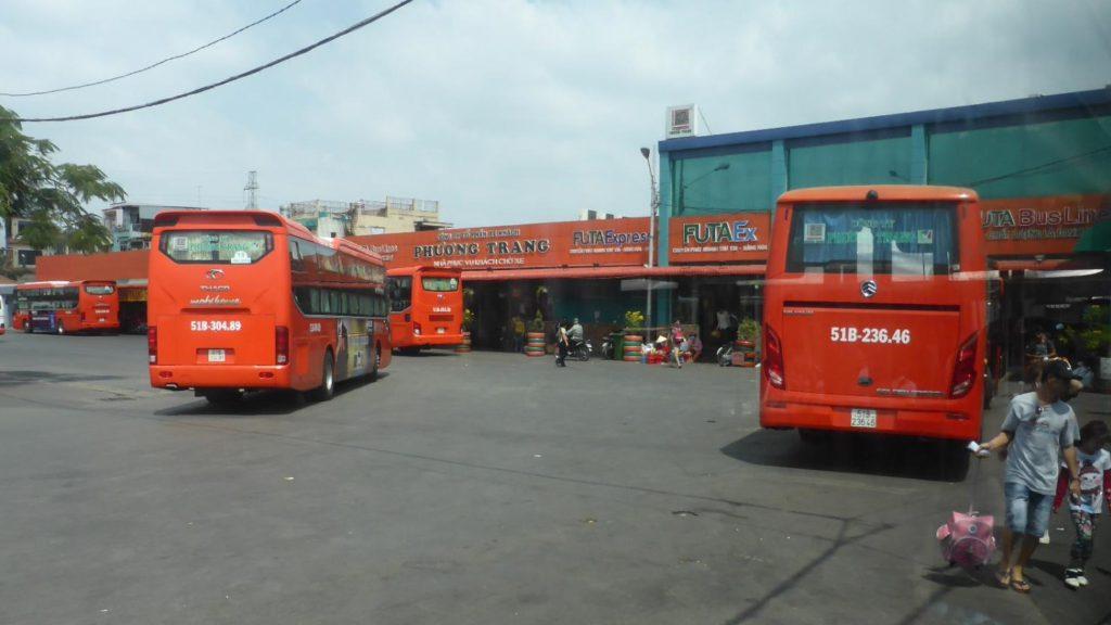 ミエン・タイのバスターミナル
