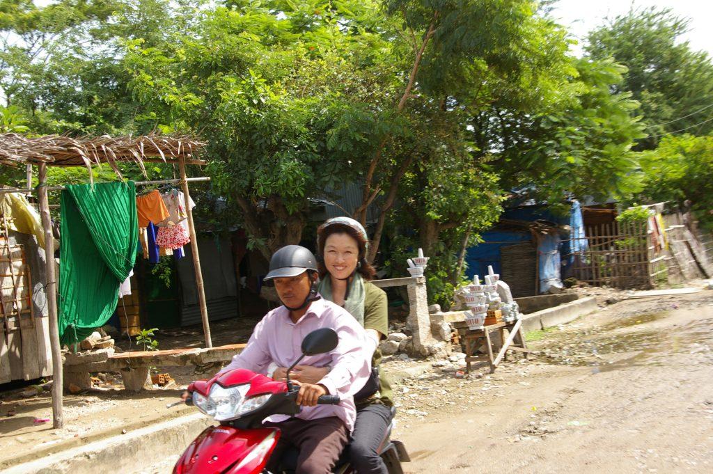 サム山へバイクタクシーで登る