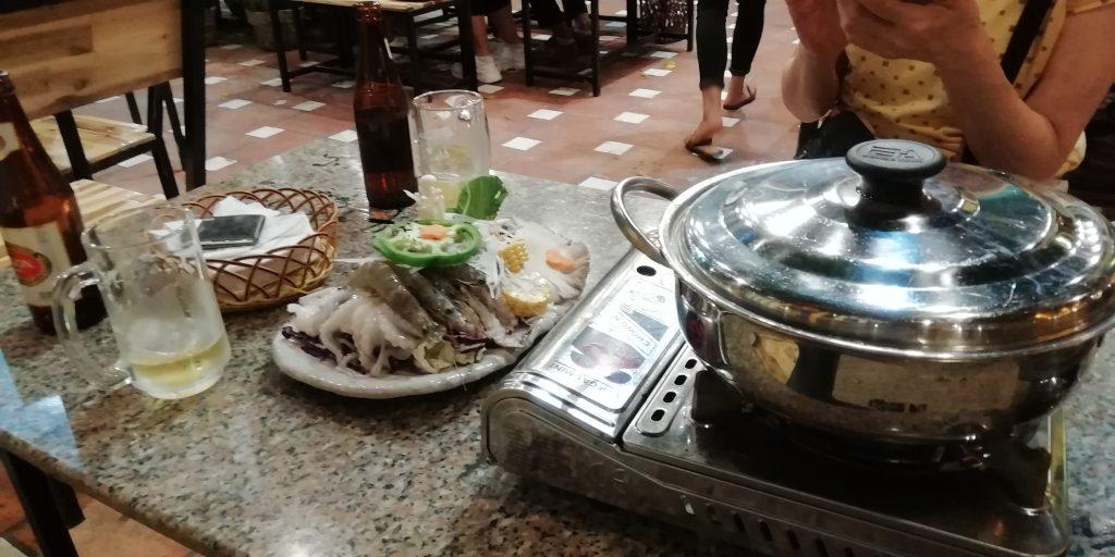 チュン・ヌー・ヴォン通り にある鍋レストラン
