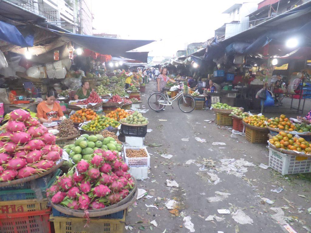 チャウドック市場のフルーツ