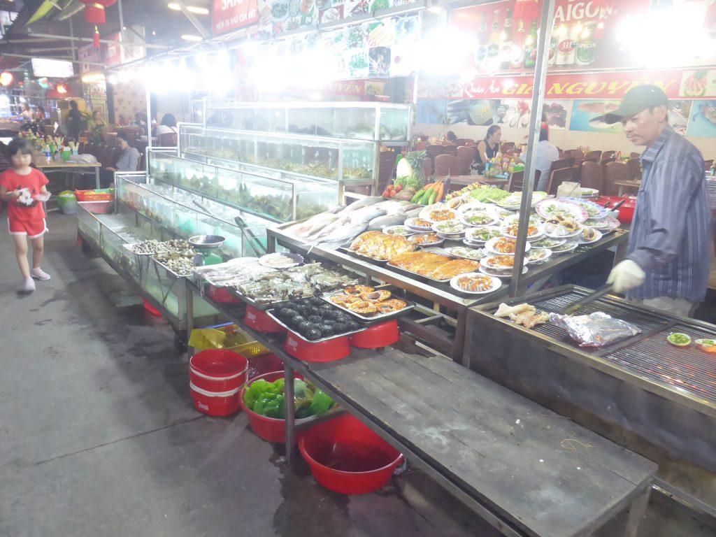 ナイトマーケットの海鮮レストラン