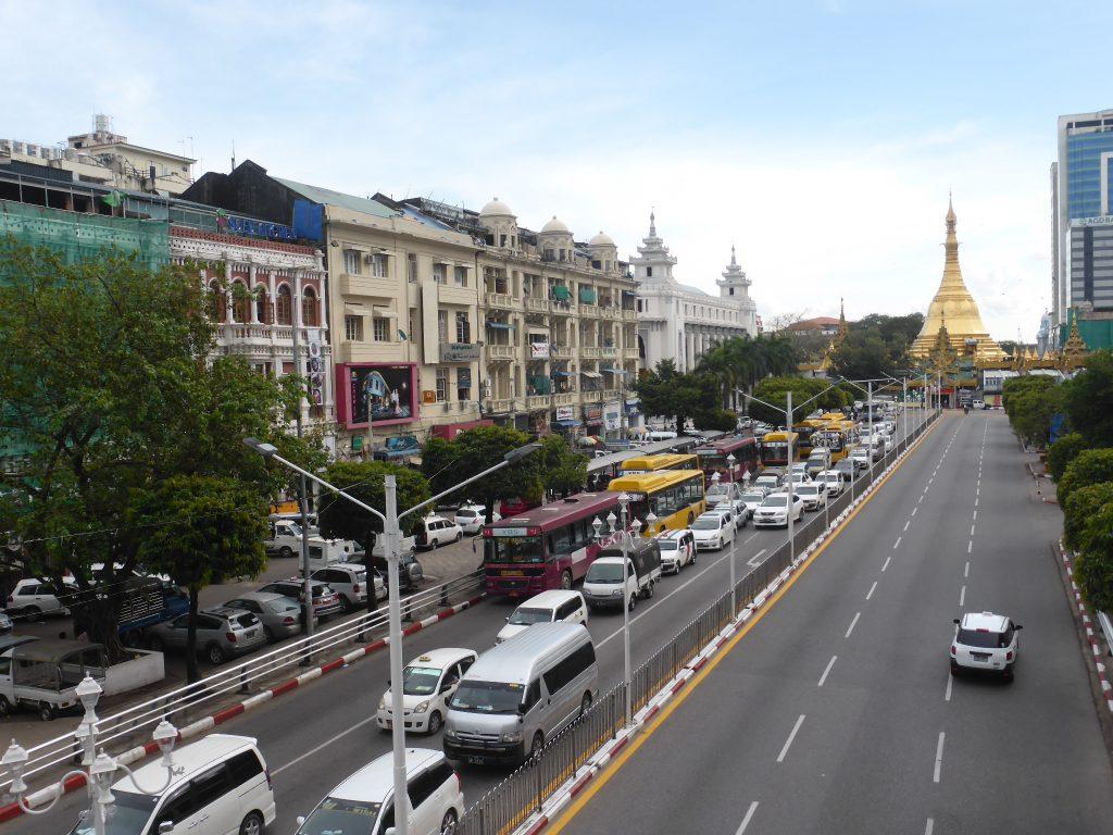 ヤンゴン、スーレーパゴダ通り