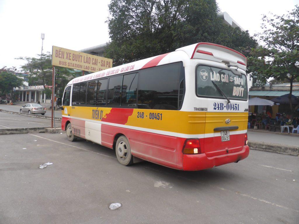 ラオカイ-サパ間を運行する路線バス